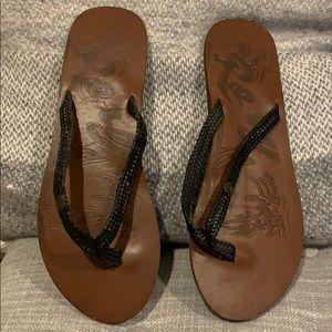 Roxy brand new black flip flops size 7.5